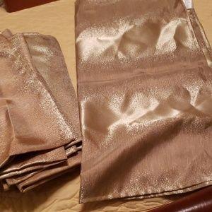 15 Shiny gold dinner napkins